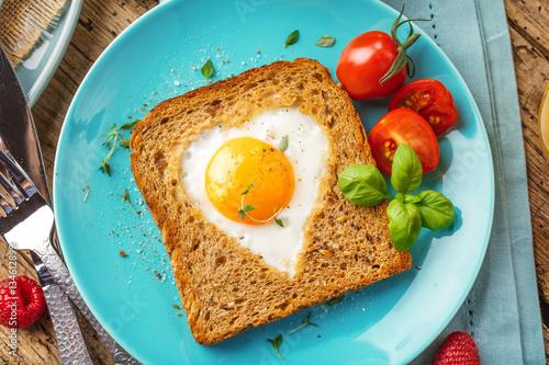 Plakat Śniadanie tosty z jajkiem sadzonym