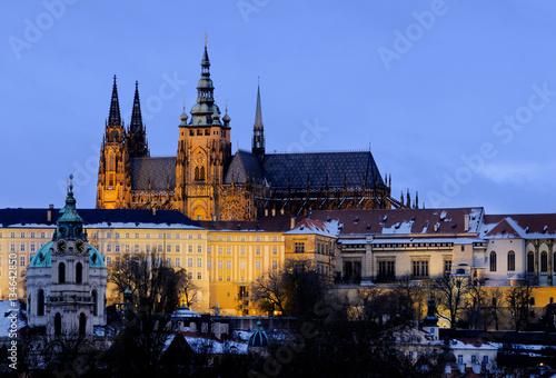 Stampa su Tela Illuminated Prague Castle in winter evening