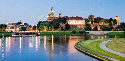 Tuinposter Krakau Krakovw, Poland, Wawel hill at night