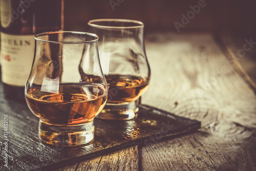 Staande foto Alcohol Whiskey with ice in glasses