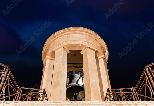 Poster  Malta, Valletta, Siege Bell Memorial - Glocke Monument -Tourismus Mittelmeer - Erinnerung 2