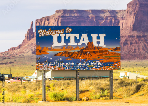 utah,07/09/16:welcome to Utah  sign with mountain background on Canvas Print
