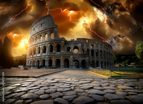 Canvas Print Colosseum in thunderstorm