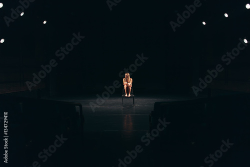Photo  female actress alone on stage