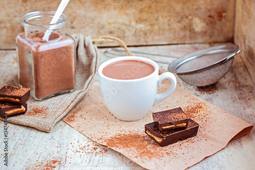 Spoed Foto op Canvas Chocolade Hot chocolate selective focus