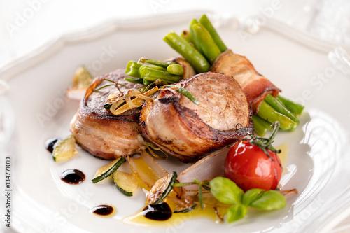 Fotografie, Obraz  Schweinefilet in speckmantel (gourmet gericht)