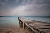 Fototapeta Pomosty - stary drewniany pomost nad morzem