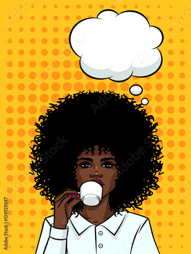 Poster Pop Art Beautiful business woman with dark skin drinking a coffee. Afro American type girl with cup of coffe on background of pop art style. Girls face with speech bubble and cup of tea in her hand.