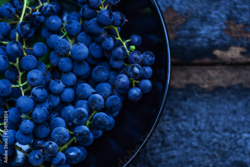 Fototapeta Blue grape on a wooden background obraz