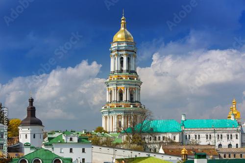 Staande foto Kiev Orthodox Christian monastery, Pechersk Lavra in Kiev on green hills of Pechersk. Kiev Monastery of the Caves in the capital of Ukraine, Kiev.