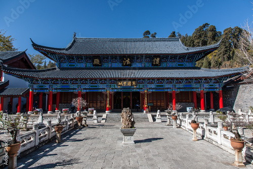 Photo Stands Traditional Chinese architecture. View of Mu's Residence (Mufu Mansion). Located in Old Town of Lijiang, Yunnan Province, China.