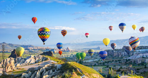 In de dag Turkije The great tourist attraction of Cappadocia - balloon flight.