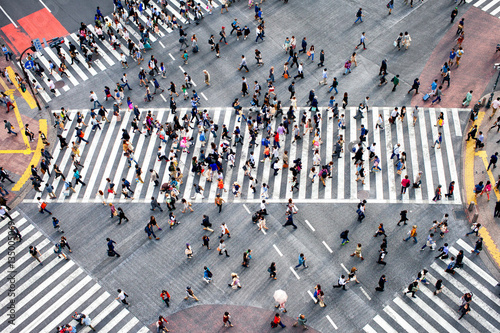 fototapeta na ścianę Menschenmassen im Stadtteil Shibuya in Tokyo, Japan