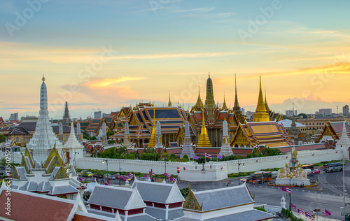 Poster Bangkok palace and Wat phra kaew at sunset bangkok, Thailand