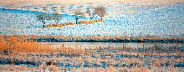 Fototapeta Rzeki i Jeziora Nad Zimową Rzeką