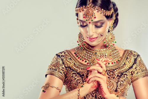 Valokuva  Portrait of beautiful indian girl
