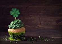 Cupcake With Clover Cakepick