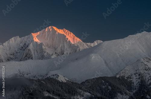 Foto auf Gartenposter Gebirge Winter Tatra mountains, Lodowy Szczyt (Ice Peak) in High Tatra mountain range