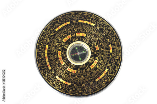 Fotografía  Chinese magnetic compass - Luopan. Isolated on white background.