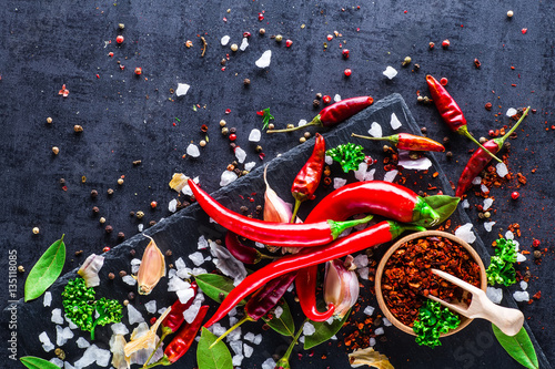Foto op Plexiglas Hot chili peppers Chili peppers on a black background