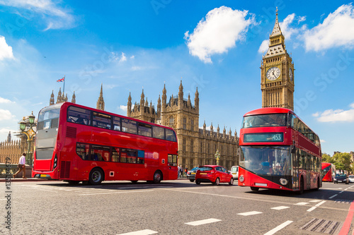 In de dag Londen Big Ben, Westminster Bridge, red bus in London