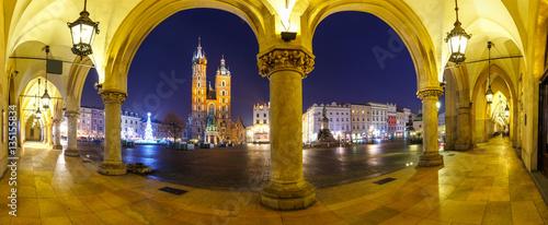 Deurstickers Krakau Panoramic view of Sukiennice and St. Mary's Church at night in Krakow, Poland