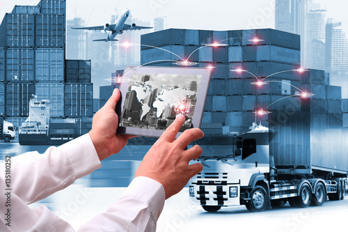 Fotografía  business of world wide cargo transport or global business commerce concept or im