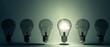 canvas print picture - Glühbirnen in Reihe - ein Licht aufgehen