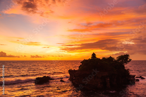 Foto op Plexiglas Indonesië Sunset at Tanah Lot temple. Bali island, Indonesia.