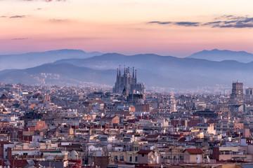 Sagrada Familia i panoramski pogled na grad Barselonu, Španjolska