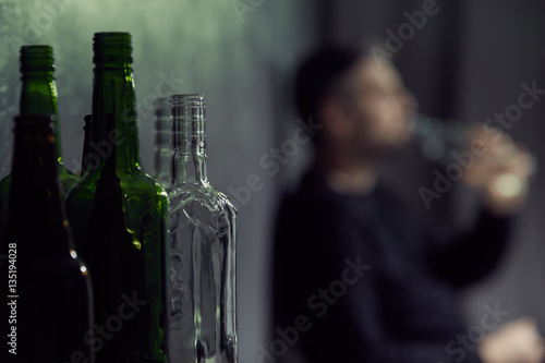 Photo sur Aluminium Bar Empty bottles of alcohol