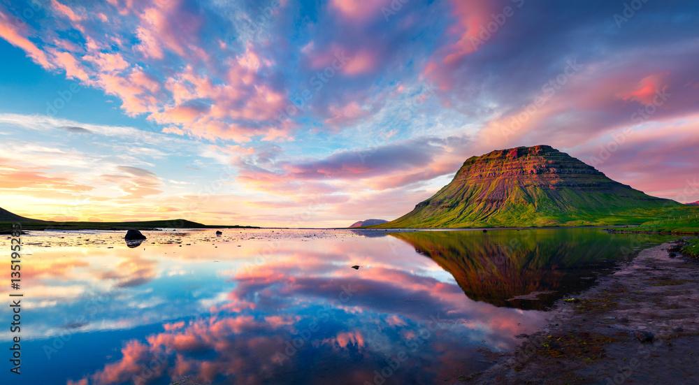 Fototapety, obrazy: Colorful summer sunset with Kirkjufell Mountain in Grundarfjordu
