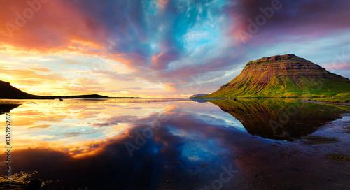 Valokuva  Colorful summer sunset with Kirkjufell Mountain in Grundarfjordu