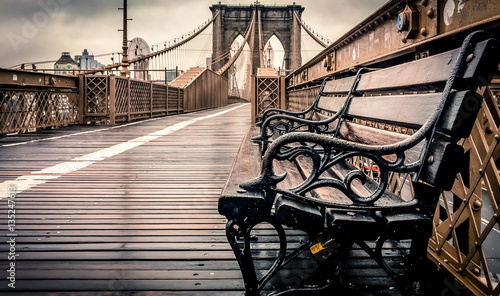 Tablou Canvas Brooklyn Bridge at a rainy day