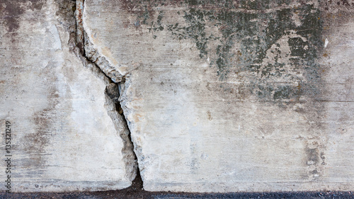 Fotografie, Obraz  Big crack in concrete wall