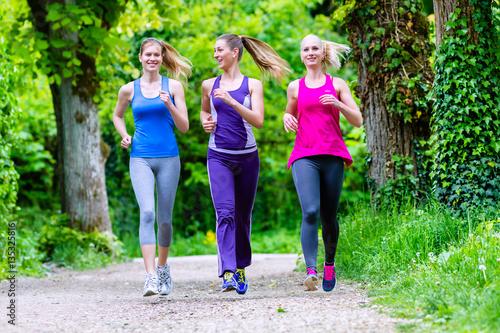 Poster Jogging Women in forest running for sport