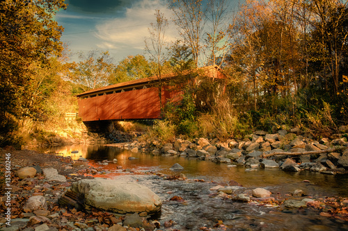 Everett Rd Summitt County, Ohio Covered Bridge Fall Canvas-taulu