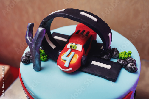 Juliste  Blue birthday cake in form of highway and Lightning McQueen on i