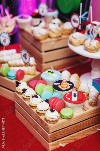 Juliste  Wooden box served with macaroons and other tasty pastry