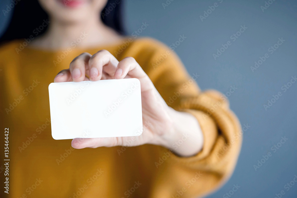 Fototapeta Woman holding blank business card. White Paper Card for Mockup
