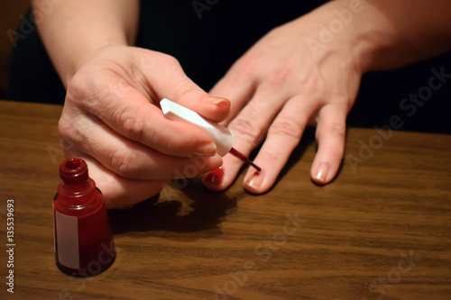 Fotografía  Manicure - Beautiful manicured woman's nails with red nail polish