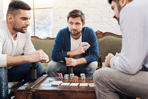 Papel de parede Attractive bearded man bluffing