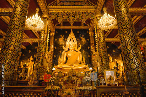 Papiers peints Xian Gold sculpture of the Buddha statue, known as Phra Phuttha Chinnarat at Wat Phra Sri Rattana Mahathat temple and most beautiful buddha in Thailand.