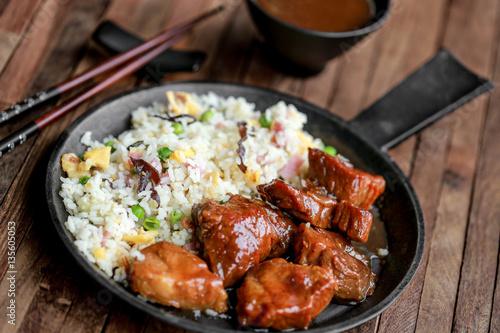 porc au caramel et riz frit 2