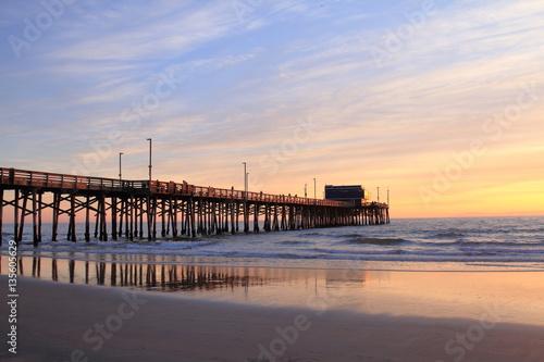 Fotografía Newport Beach Pier at the sunset - USA