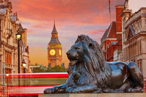 Poster Londres bus rouge London Trafalgar Square lion and Big Ben