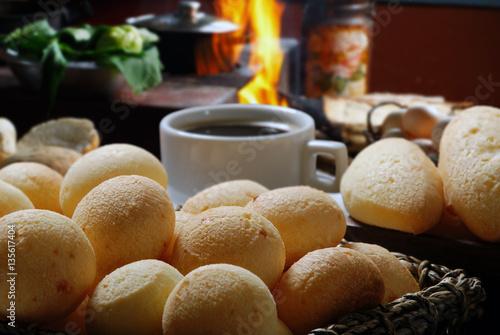 Foto  Brazilian snack pao de queijo (cheese bread)