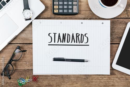 Leinwand Poster Headline Standards on note pad