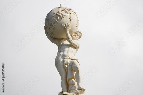 Photo  Atlas God Statue