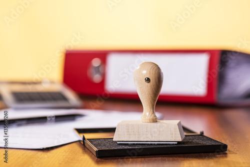 Stampa su Tela Schreibtisch mit Stempel und Büromaterial